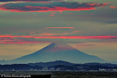 茜雲、漂いし夕富士揺らぐなり。 | 絶景事典