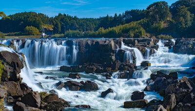 コロナ疲れを吹っ飛ばせ!マイナスイオンたっぷりな滝スポット(国内編)のメイン画像