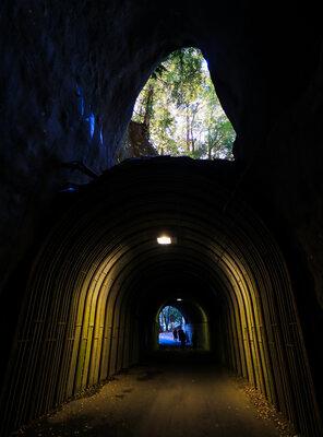 二階建てトンネル | 絶景事典