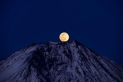 スノームーンのパール富士 | 絶景事典
