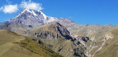 ジョージアのカスペギ峰 | 絶景事典