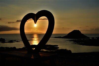 美しい日の出が演出する一瞬の美しさを切り取った絶景!のメイン画像