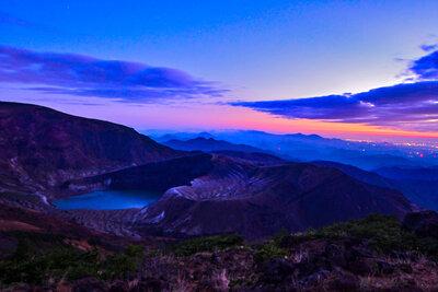 御釜の夜明け | 絶景事典
