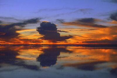 ウユニ塩湖の夕焼け   絶景事典