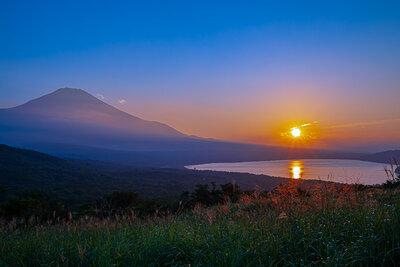 山中湖パノラマ台より富士と夕日 | 絶景事典