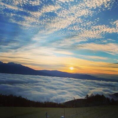 雲海からの日の出と鱗雲 | 絶景事典