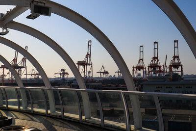 港のキリン   絶景事典