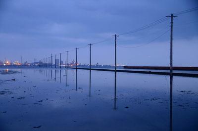 反射 江川海岸にて   絶景事典
