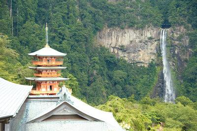 三重塔と那智の滝   絶景事典
