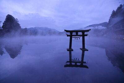 朝霧の金鱗湖   絶景事典