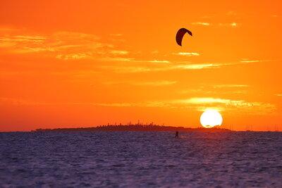 メトル島に沈む夕日 | 絶景事典