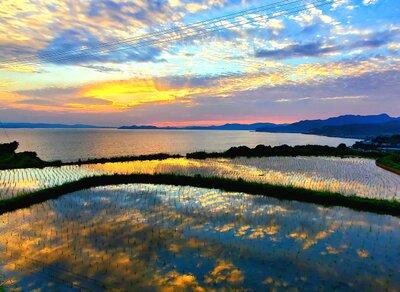 空と夕陽と棚田   絶景事典