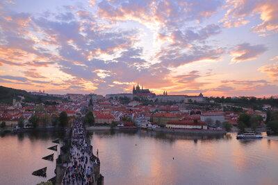 夕暮れのプラハ城 | 絶景事典