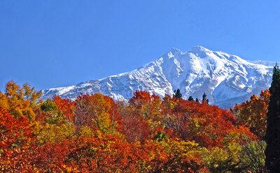 新雪、鳥海山! | 絶景事典