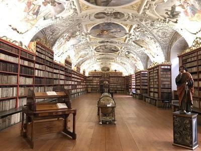 チェコの世界一綺麗な図書館   絶景事典