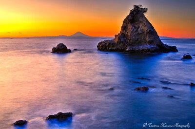 夕富士見詰める南房総海岸の島々なり | 絶景事典