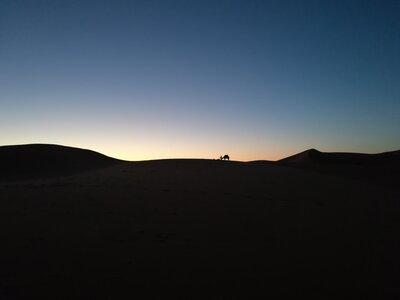 サハラ砂漠とラクダ   絶景事典