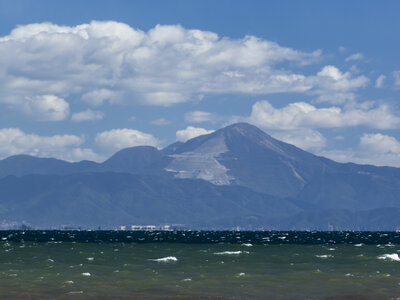 荒ぶる湖畔と蜃気楼 | 絶景事典