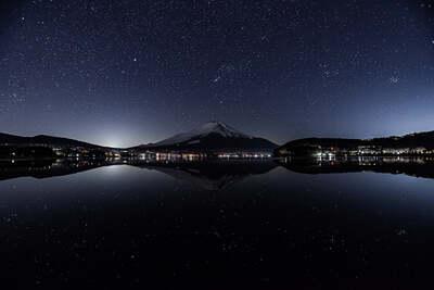 富士と冬の星空 | 絶景事典