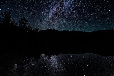 星降る夜空に思いを馳せて...ロマンチックな夜空特集のメイン画像