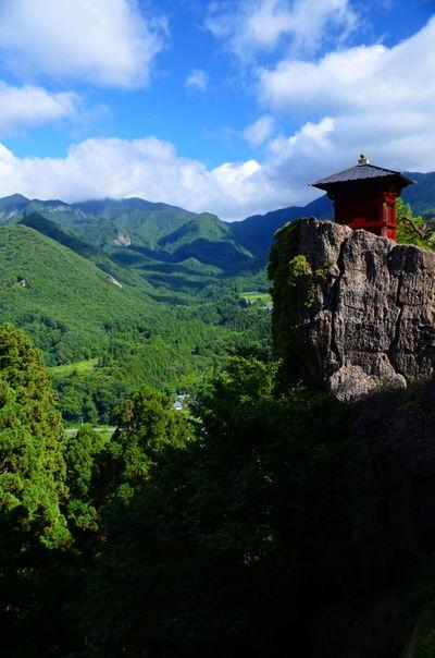 夏の山寺 | 絶景事典