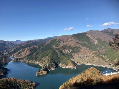 サス沢から見た奥多摩湖   絶景事典