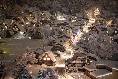 雪の白川郷   絶景事典