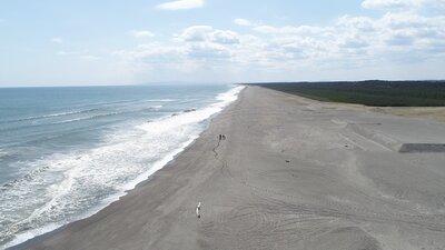 昭和6年、滑走路に使われた海岸での乗馬空撮 | 絶景事典