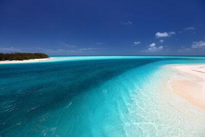 もう青い海と青い空のことだけ考えていたい。夢のようなビーチリゾート絶景メイン画像