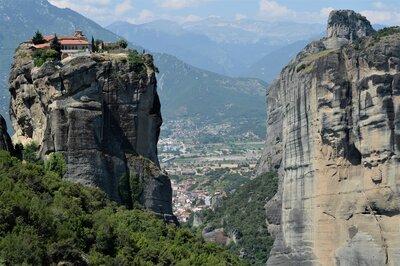 崖の上の建物絶景メイン画像