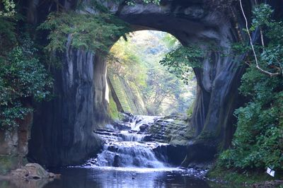 濃溝の滝   絶景事典