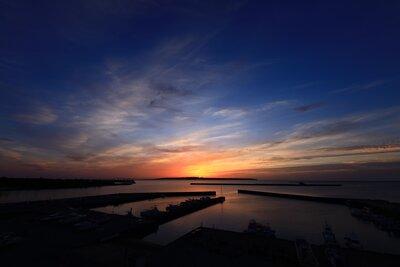 伊良部島から登る朝陽 | 絶景事典