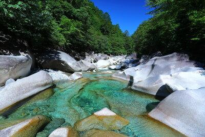 阿寺渓谷 岩場の渓流 | 絶景事典