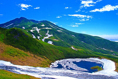 色彩鮮やかな空と大地が絵画のように美しい風景メイン画像