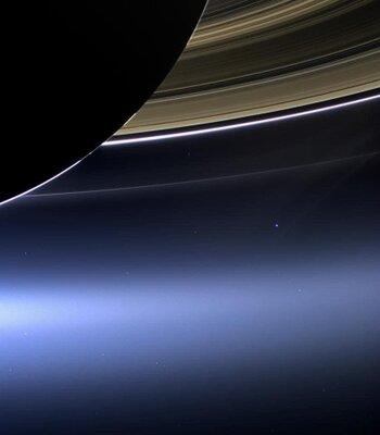 土星探査機カッシーニが撮影した地球   絶景事典