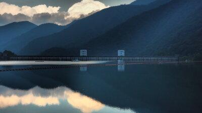 奥多摩湖 黄昏時   絶景事典