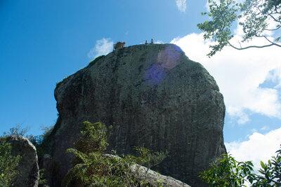 キューバ東部の尾根に聳える巨石グラン・ピエドラ | 絶景事典