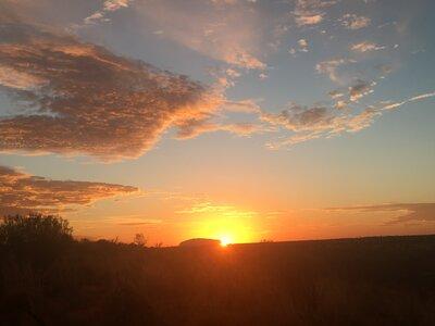 ウルルから朝日   絶景事典